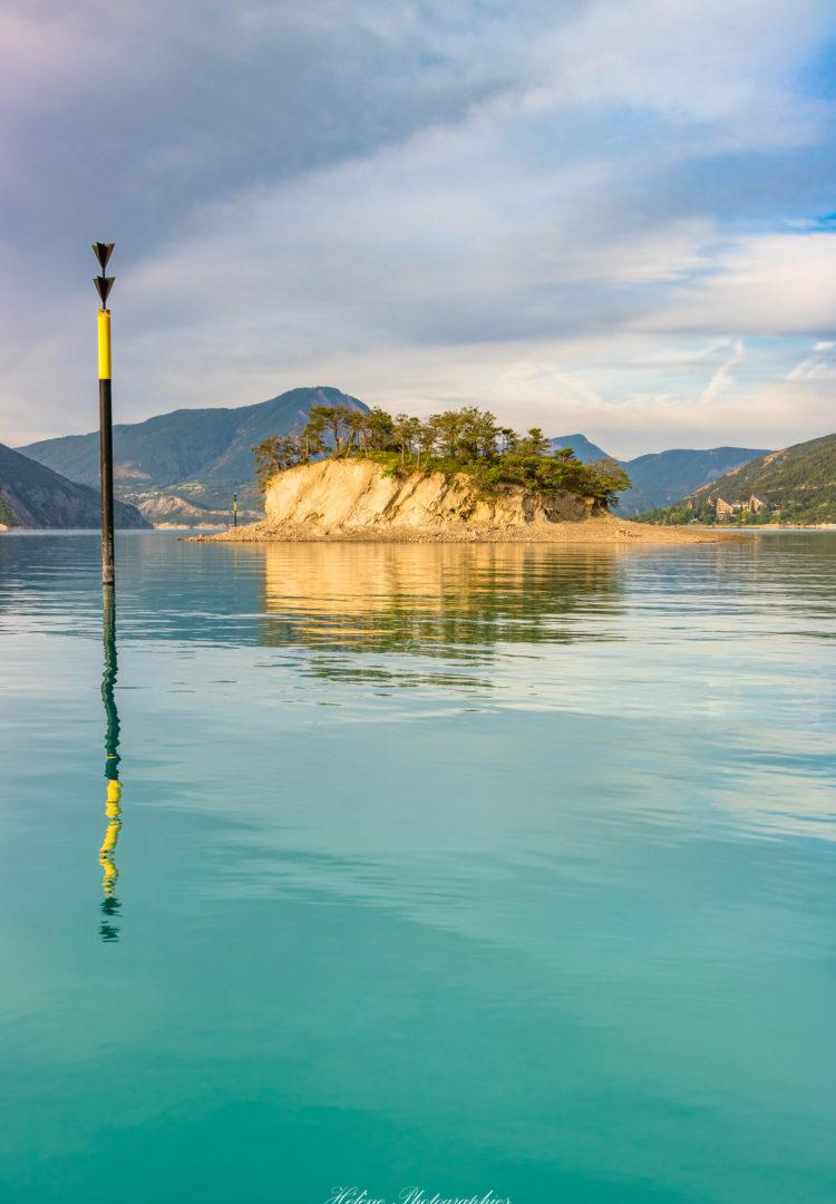 Navigation autour de l'île de la Tortue, lac de Serre-Ponçon